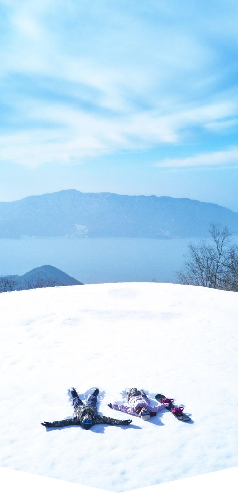 山頂からは、日本海の眺望が開け、晴れた日には遠く白山連峰までが見渡せる、そんな大自然が魅力の、今庄365スキー場へ。